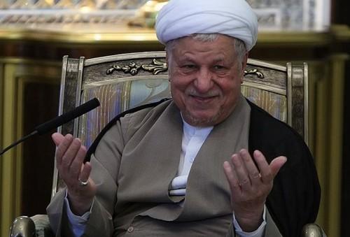 آیت الله هاشمی: علی لاریجانی داشت در مذاکرات نتیجه میگرفت که عوض شد / لاریجانی به روحانی گفته بود که توافق در مجلس رد نمیشود / صداوسیما به دلواپسان میدان می داد که تحلیل های سطحی کنند / واقعاً از بد اخلاقیهایی که میشود، بدم میآید