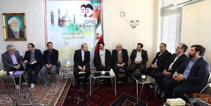 دکتر لاریجانی در دیدار با مدیران مطبوعات و رسانههای استان قم: مستقل وارد انتخابات شدهام ولی به آن معنا نیست که اصولگرا نباشم/ برای حضور مستقل دلایلی دارم